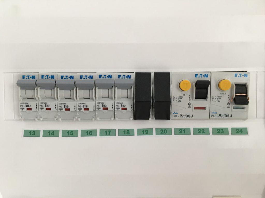 Elektroinstallation Sicherungskasten, FI Schutzschalter, Abschranken
